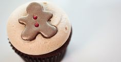 Adorable gingerbread cupcake   recipe from Georgetown Cupcakes Georgetown Cupcake Recipes, Push Up Pops, Gingerbread Cupcakes, Diy Holiday Gifts, Cinnamon Cream Cheese Frosting, Dessert Recipes, Desserts, Mini Cakes, Sweet Tooth