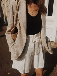 we found 20 more suit shorts for girls to make stylish yourself in 2019 summer,fashion outfits summer work Beauty And Fashion, 90s Fashion, Trendy Fashion, Vintage Fashion, Fashion Outfits, Womens Fashion, Fashion Trends, Fashion Shorts, Girl Fashion