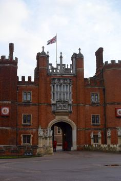 The Best Tour of Hampton Court Palace http://www.dishourtown.com/best-tour-hampton-court-palace/?utm_campaign=coschedule&utm_source=pinterest&utm_medium=Dish%20Our%20Town%20%20-%20Brenda%2C%20Andrew%20and%20B%20Tolentino&utm_content=The%20Best%20Tour%20of%20Hampton%20Court%20Palace