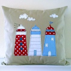 Cojín con aplicaciones de faros   -   LiJo Fulham Textiles: Lighthouse appliqued cushion by hilda