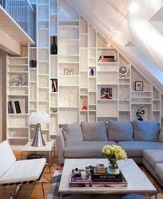 Uitwerking van een boekenkast op maat met loopbrug