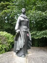 "Irish Women : Grace O'Malley is the most famous female pirate in Irish history. She lived from around 1530 to 1603, and was born into a family of sailors. When she was younger, Grace cut off all her hair after being told she could not go to sea because she was a woman. Her father eventually gave in, and took her to travel around Spain. Grace became heavily involved in the politics surrounding different Irish clans, and became a pirate. She is known as the ""Irish Pirate Queen""."