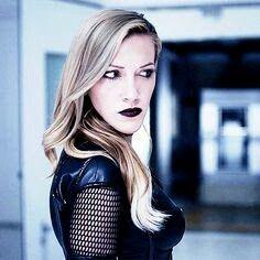i love dinah lance a normal amount. Black Siren Arrow, Arrow Black Canary, White Canary, Dinah Laurel Lance, Supergirl 2015, Lance Black, Black Lightning, Most Beautiful People, Batwoman