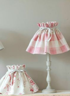 Shades H D (Top diameter Gathered Shades - Kate Forman MoreGathered Shades - Kate Forman . Shabby Chic Lamps, Shabby Chic Crafts, Lamp Shades, Light Shades, Home Crafts, Diy Home Decor, Kate Forman, Lamp Makeover, Pink Gingham