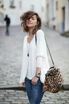 Zoe Alalouch / Stylish combination: animal print bag, jeans, white blouse