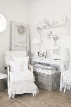 Shabby Chic furniture and style of decor displays more 'run down' or vintage items, or aged furniture. Shabby Chic is the perfect style balanced inbetween vintage and luxury, or '… Shabby Home, Shabby Chic Cottage, Vintage Shabby Chic, Shabby Chic Homes, Shabby Chic Style, Shabby Chic Decor, White Cottage, Rustic Style, Shabby Chic Bedrooms