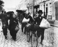 Belgische vluchtelingen arriveren in Nederland tijdens WO I, circa 1914. Foto: Getty