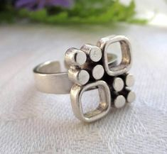 Jorma Laine for Kultateollisuus Ky (FI), modernist geometric silver ring, 1970s. #finland | finlandjewelry.com