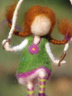 Aguja waldorf fieltro muñeca inspirada con salto por Made4uByMagic