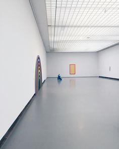 Wat vond ik dit toch een mooie ruimte. (Dit is bij de tentoonstelling 'Ugo Rondinone'.