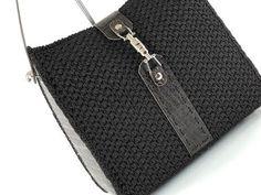 Crochet Handbags, Crochet Purses, Tunisian Crochet, Diy Crochet, Crochet Wallet, Crochet Videos, Crochet Slippers, Louis Vuitton Damier, Purses And Bags