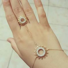 Simple and attractive Gold Rings Jewelry, Hand Jewelry, Gold Jewellery Design, Kids Jewelry, Trendy Jewelry, Fashion Jewelry, Jewelery, Mens Gold Bracelets, Chain Bracelets