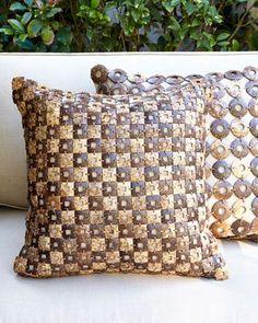 https://i.pinimg.com/736x/8d/fd/3f/8dfd3f865e2152574dc310e86f50aef2--outdoor-pillow-accent-pillows.jpg