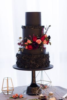 Modern tiered black wedding cake with red and peach floral. Modern tiered black wedding cake with red and peach floral. Creative Wedding Cakes, Black Wedding Cakes, Cool Wedding Cakes, Beautiful Wedding Cakes, Wedding Cake Designs, Wedding Cake Toppers, Beautiful Cakes, Gothic Wedding Cake, Bolo Floral