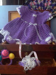 vestido zapatos y diadema todo a crochet, sobre pedido Crochet Hats, How To Make, Vestidos, Head Bands, Zapatos, Knitting Hats