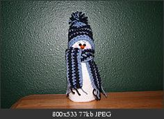 """2000 Free Amigurumi Patterns: """"Baby it's cold outside"""" - Snowman with hat and scarf"""