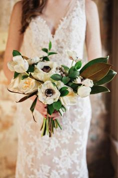 Magnolia leaves and anemone bouquet | Amilia Photography