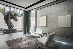 Luxury family villa - Wolterinck Contemporary Style, Modern, Interior Decorating, Interior Design, Beautiful Villas, Living Styles, Old And New, Sculpture Art, Oversized Mirror