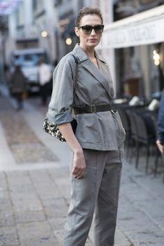 Very italian! Supereleganter Look mit grauem Anzug und Gürtel