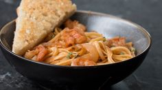 Here is what you'll need! Servings: 4 INGREDIENTS 8 ounces linguine 1 tablespoon olive oil 1 large sweet onion 2 cloves garlic, minced 1 tablespoon rosemary ...
