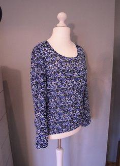 Kaufe meinen Artikel bei #Kleiderkreisel http://www.kleiderkreisel.de/damenmode/blusen/136717011-bluse-im-blumendesign-hellblau-dunkelblau-schwarz-weiss