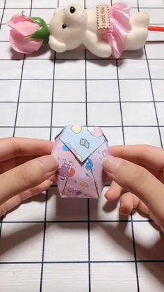 Craft Paper Design, Cool Paper Crafts, Christmas Paper Crafts, Creative Crafts, Instruções Origami, Origami Cards, Paper Crafts Origami, Origami Notebook, Hand Crafts For Kids