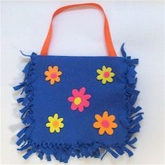 Easy No Sew Felt Purse is part of Cute crafts For 10 Year Olds - Little girls love to dress up like Mom and this craft purse will give them a project to make and enjoy using Easy Felt Crafts, Fleece Crafts, Fleece Projects, Vbs Crafts, Camping Crafts, Felt Diy, Felt Projects, Craft Projects, Little Girl Crafts