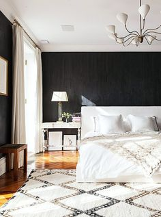 Neutral bedroom with black walls and Moroccan rug via @thouswellblog