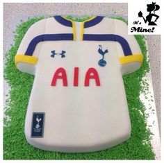 Tottenham hotspurs football shirt cake