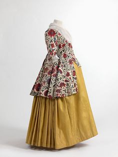 Jacket in chintz, skirt in wool damask, 1750-1800. MoMu, Antwerp. || 18th-century maternity wear? Hope so, 'cause that would be so awesome.