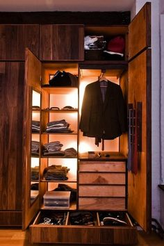 Men's Fantasy Closet--nice idea to have the lights in there too