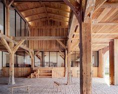 Ausgebaute Scheune mit massiver Holzkonstruktion