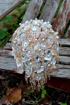 Rose gold brooch bridal bouquet by Noaki