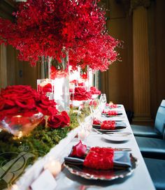 Gorgeous tablescape with composite roses by http://hilarymiles.com. Photo by http://reineweddings.ca Tablescape Centerpiece www.tablescapesbydesign.com https://www.facebook.com/pages/Tablescapes-By-Design/129811416695