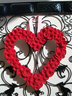 """Crafter's Anonymous Club: Valentines Felt Heart """"Wreath"""""""