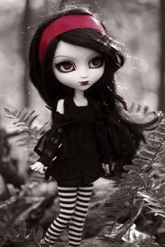 dark doll... I LOVE THIS ONE!!