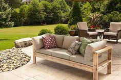Modern style meets DIY cool in this sturdy cedar outdoor sofa! With just some 2x4 boards, you could be seating in style this summer!
