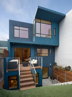 Excellent Tips To Create Wondrous Exterior Designs Of Homes: Futuristic Blue Wall Exterior for Three Story Home Wall Exterior, House Paint Exterior, Dream House Exterior, Exterior Remodel, Exterior House Colors, Exterior Design, House Siding, Facade House, Style At Home