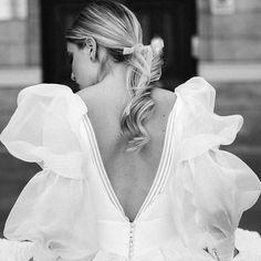 Novias con mangas abullonadas- ElleSpain Boho Wedding Dress, Chic Wedding, Wedding Styles, Dream Wedding, Wedding Ideas, Bridal Outfits, Bridal Dresses, Iconic Dresses, Weeding Dress