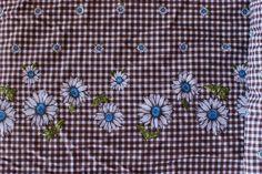 brown gingham + daisies = good