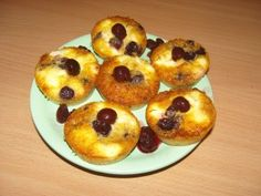 Meggyes túrós 5 perces muffin - Muffin recept magyar Muffin, Sweets, Breakfast, Recipes, Food, Sweet Pastries, Meal, Goodies, Eten