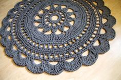 Maijan violetinsävyinen käsityönurkkaus: Harmaa virkattu pitsimatto Crochet Doily Rug, Crochet Circles, Love Crochet, Irish Crochet, Knit Crochet, Crochet Projects, Fun Projects, Throw Rugs, Crochet Clothes