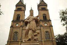 Statuia Sf. Nepomuk a fost restaurata si poate fi admirata in Piata Romanilor din Timisoara Saint John, Sf, Notre Dame, Saints, Restaurant, Building, Places, Travel, San Juan