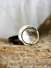 Un anello in rame e argento