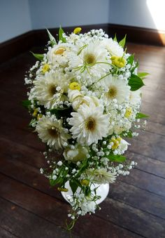 #james-tei#novarese#vressetrose#wedding #white #round #bouquet #clutchbouquet #natural#flower #bridal#ジェームス邸#ノバレーゼ#ブレスエットロゼ#ウエディング# ホワイト#グリーン#シンプル #キャスケードブーケ# ナチュラル#小花#ナチュラル#ブライダル#結婚式#ブレスエットロゼ神戸#ガーベラ#カスミ草
