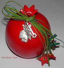 Αποτέλεσμα εικόνας για ξυλινα γουρια 2016 Christmas Design, Christmas Crafts, Christmas Bulbs, Paper Mache Crafts, Paper Folding, Lucky Charm, Altered Books, Pomegranate, Decoupage
