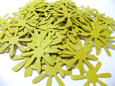 100 lime green daisy die cuts