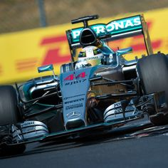 Lewis Hamilton beats Nico Rosberg to pole position by big margin