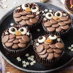 Encourage the kids to get decorating with these fun twit-twoo owl cupcakes. Slice the top off a chocolate muffin and let kids layer on chocolate buttons and jellies. Find this Halloween recipe and more on the Waitrose website. Baking Recipes, Dessert Recipes, Cake Recipes, Baking Ideas, Halloween Cakes, Halloween Recipe, Halloween Baking, Owl Cupcakes, Animal Cupcakes