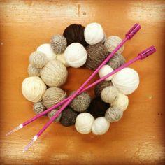 Yarn wreath. Bobby Pins, Hair Accessories, Wreaths, Crafts, Beauty, Manualidades, Door Wreaths, Hairpin, Hair Accessory